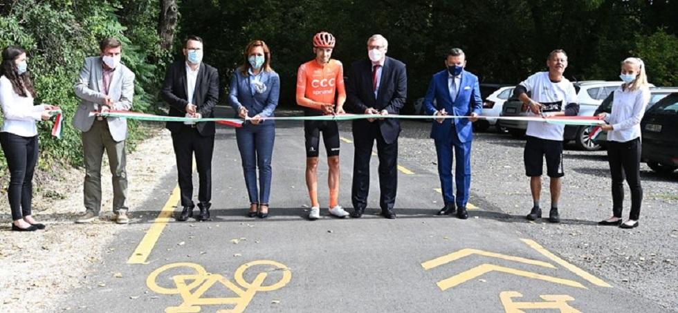 Fideszes politikusok bicikliutat adnak át